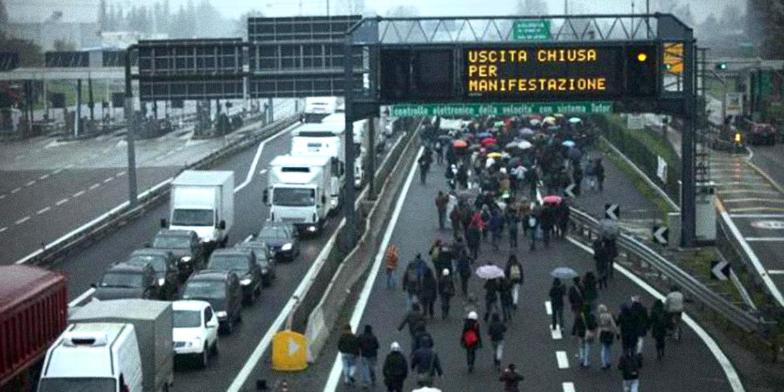 Blocco autostradale da parte dei manifestanti